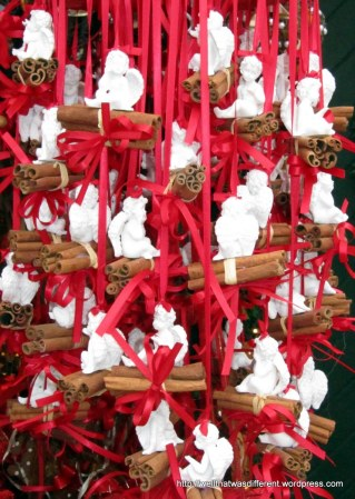 Decorated cinnamon bundles for baking or mulling wine.
