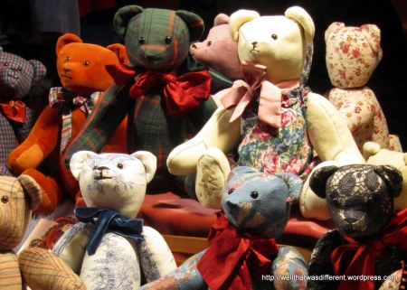 Cute handmade bears at the Freyung Adventmarkt.