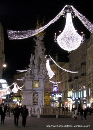 The plague column on the Graben. With lights.
