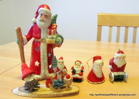 I did buy some Santas at the thrift store for my collection.  About 2 Euros for the lot.  Now, that's my kind of shopping...