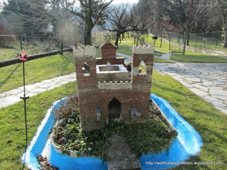 One of the weekend garden plots along the way has this cool castle adorning it's mini-golf-course like grounds.