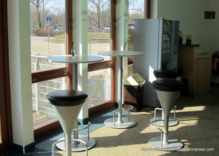 And, back at the nature center, there is of course a coffee machine, a snack machine, and tables with little bulb vases on them where you can have an oh-so-civilized snack.