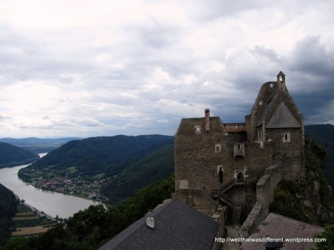Aggstein is located 300 meters over a bend in the Donau (Danube) making it the perfect location for piracy and extortion since the 12th century.