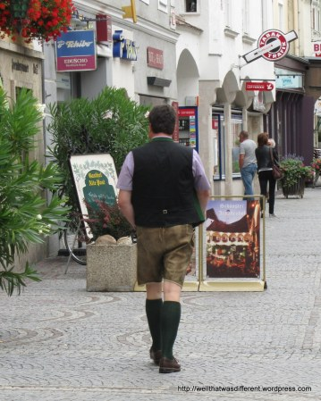 Yes, you do actually see some men wearing lederhosen in Austrian towns, especially on Sunday.