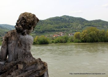 Cherub overlooking the Donau