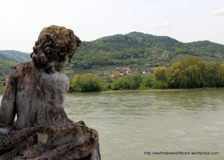 Cherub overlooking the Donau