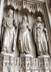 More statues on the portico