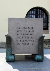 In 1943, 30 Polish prisoners were executed against the synagogue wall by the Nazis