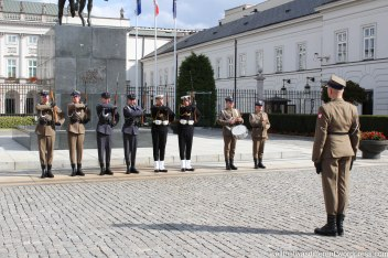 Spiffy soldiers in front of the Presidential palace.