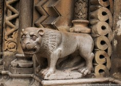 Cool lion on the chapel inside the palace.