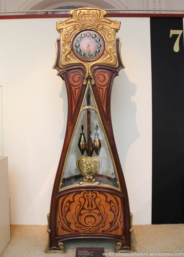 Fabulous Secession clock. Want.