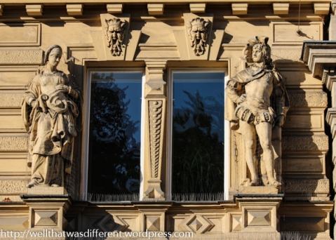 These type of statues are common on buildings here.