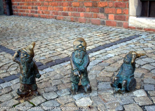 Three disabled dwarves in front of the Town Hall.