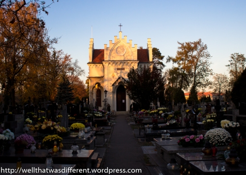 A small chapel in the middle of the cemetery.