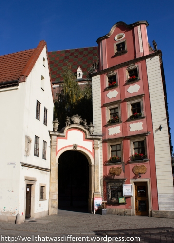 Two reconstructed medieval houses at the corner of the market square are called Hansel and Gretel.