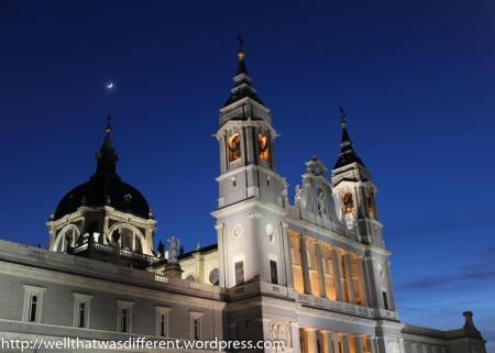 Madrid by night: Catedral de la Almudena.