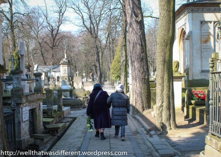 These tiny old ladies helped each other walk to decorate a family grave.